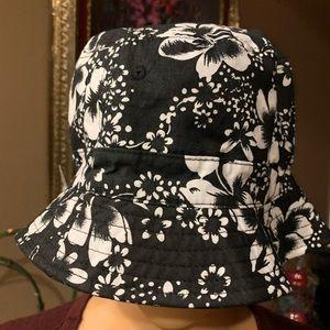 Woman's floral black hat